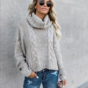 Cable knit sweater 😍